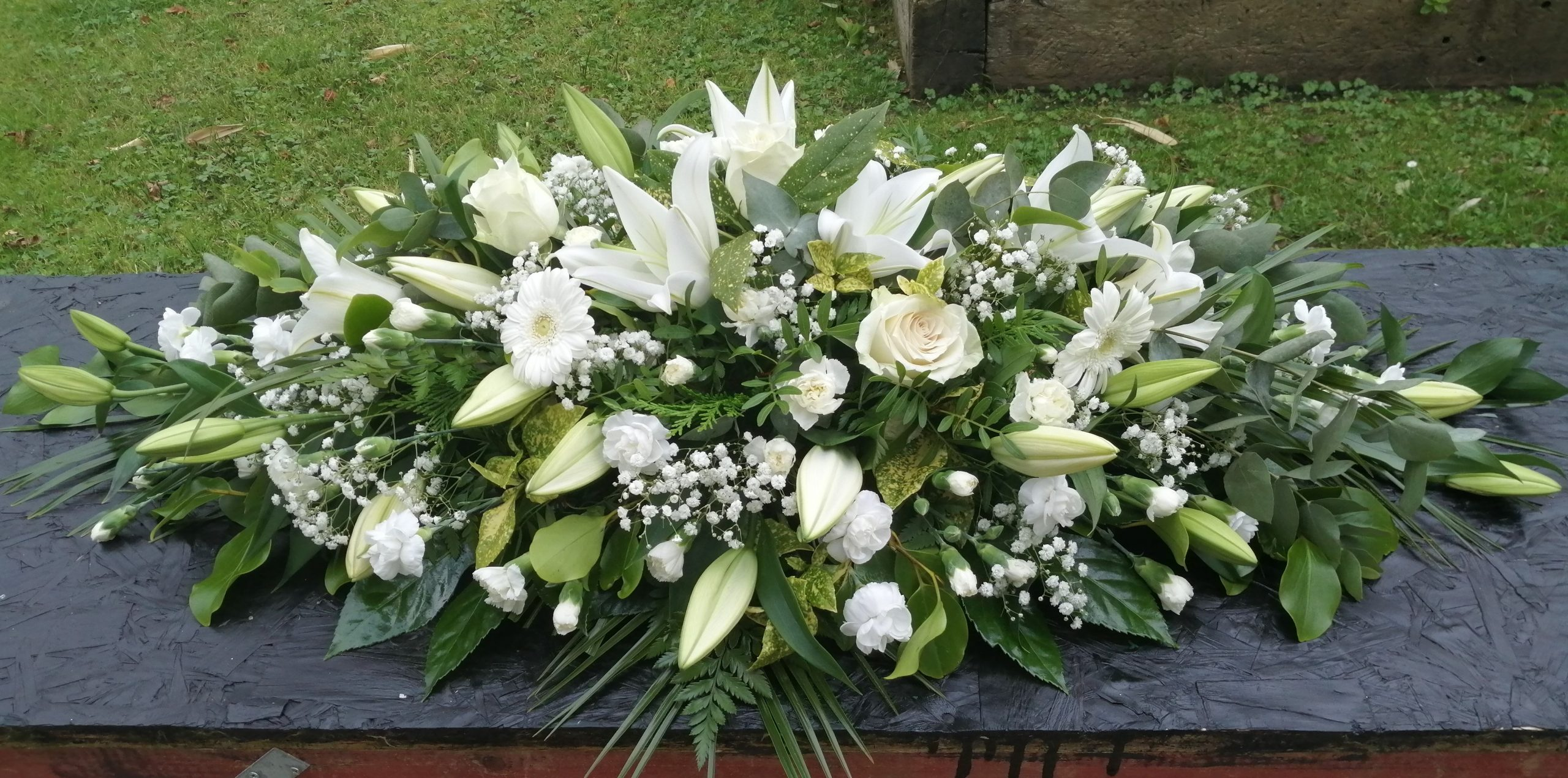 Non lily funeral spray white